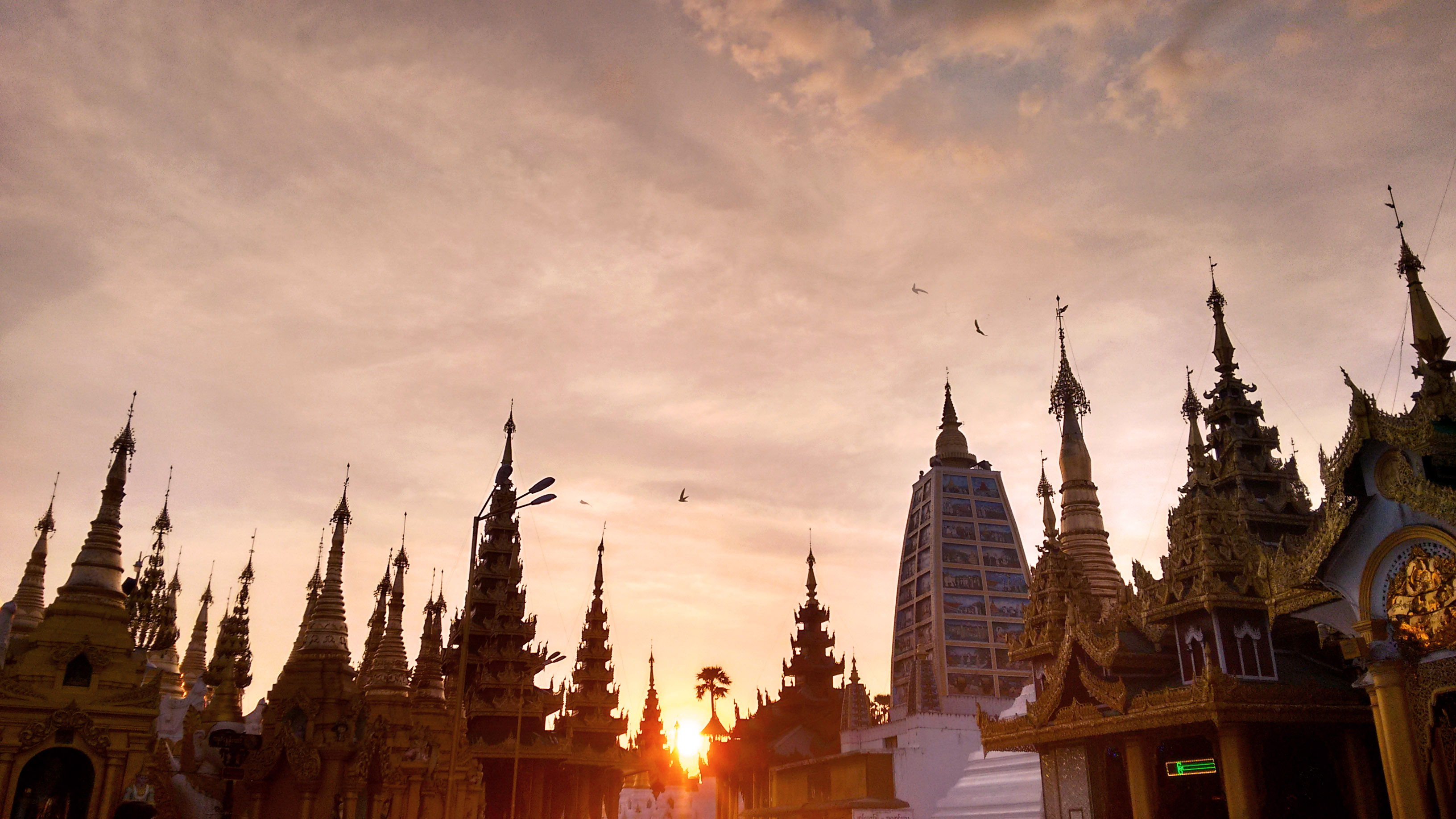myanmar-yangon-shwedagon